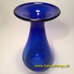 www.happythings.dk_179_vase_blå_glas_rung_bund_02