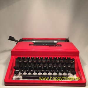 www.happythings.dk_1_Olivetti Dora_skrivemaskine_rød_i kasse_03