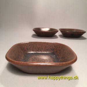 www.happythings.dk_223-Knabstrup_skåle_små_brun_keramik_3 stk._02