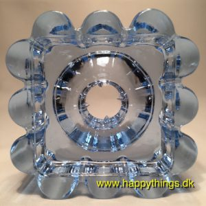 www.happythings.dk_422_Holmegaard_ARCADE_lysestage_lyseblå_isblå_glas_05
