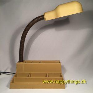 www.happythings.dk_705_skrivebordslampe_blyantsholder_nipsholder_okkerfarvet_02